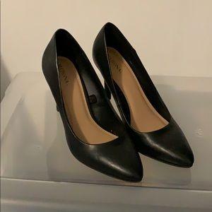 Merona size 7 1/2 black pump